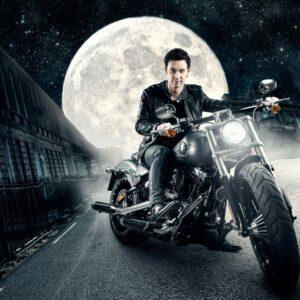 Alex på motorsykkel